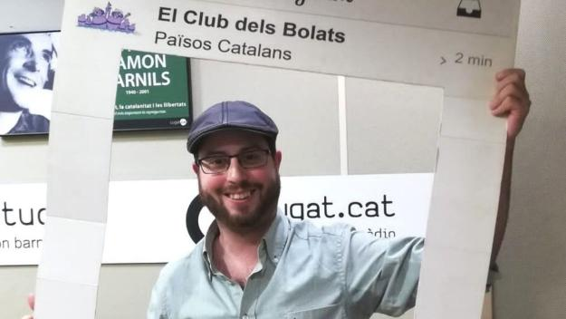 El cantautor balaguerí Joan Blau a l'estudi Ramon Barnils de Ràdio Sant Cugat / Foto: Cugat Mèdia