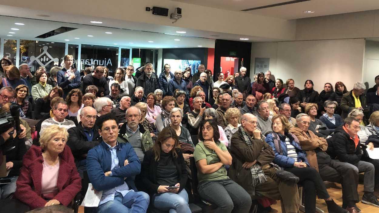 La situació de l'escola La Mirada, el pacte de govern i el tribut metropolità, al torn de l'audiència pública