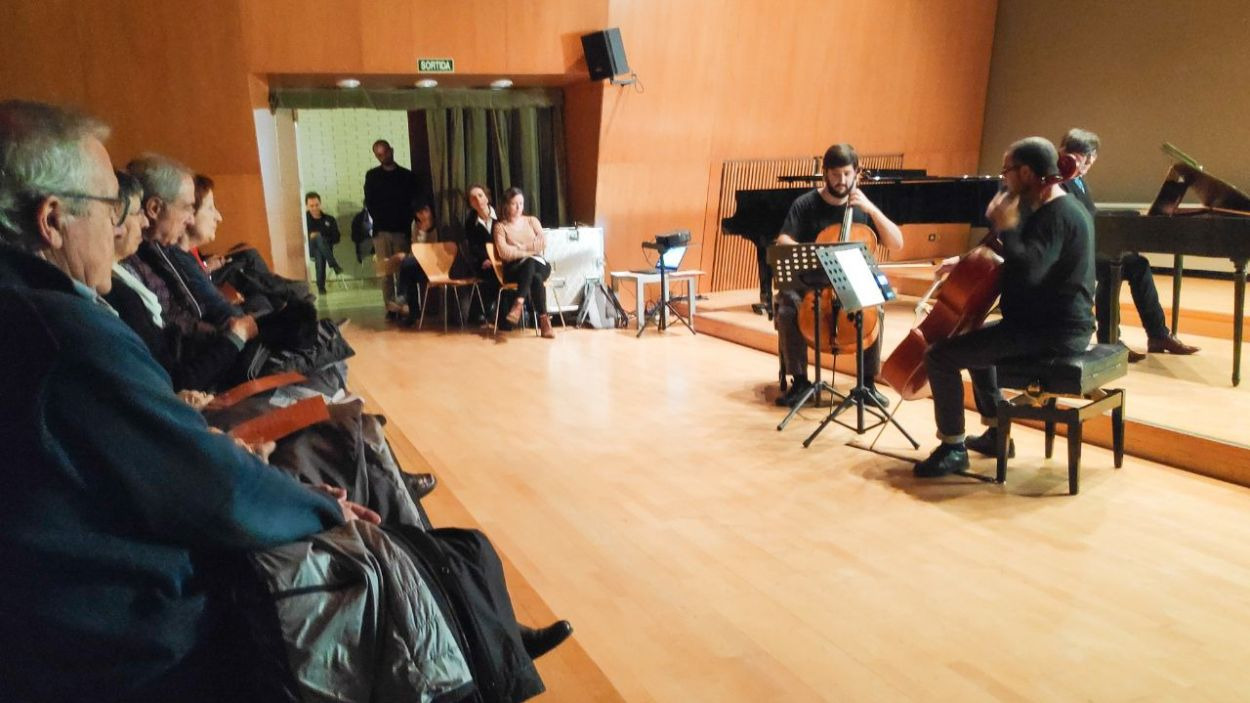 El concert de Santa Cecília de l'Escola de Música Victòria dels Àngels se solidaritza amb Sonrisas de Bombay