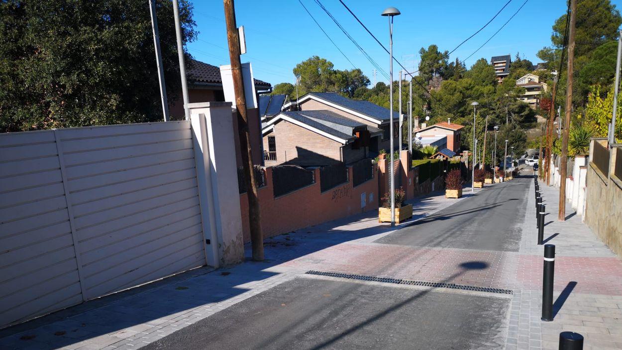 La reurbanització del carrer de Can Llobet pacifica el trànsit i la seguretat dels vianants