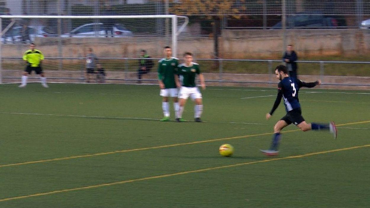 Imatge del derbi entre el Valldoreix i l'Atlètic Junior / Font: Cugat Mèdia