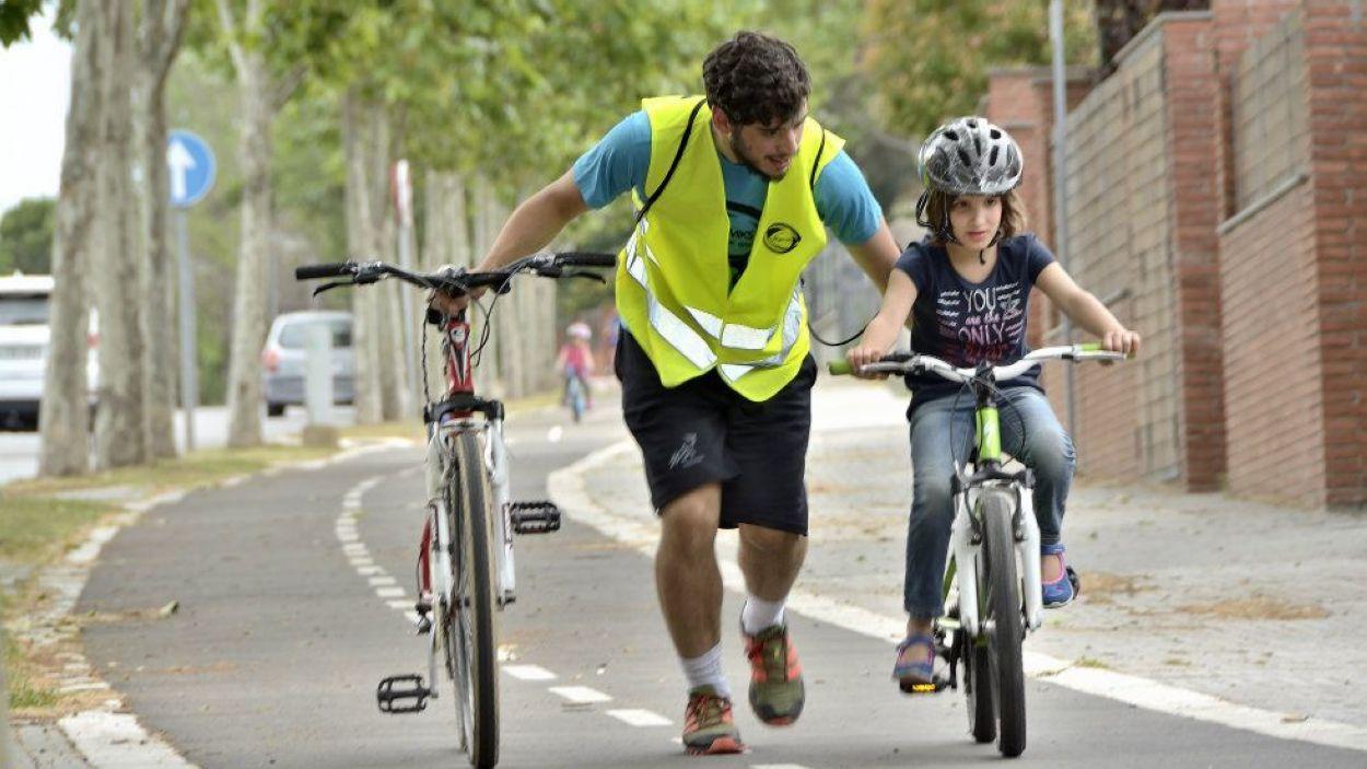 La bicicleta és una de les activitats amb més impacte per infants amb trastorn de l'espectre autista / Foto: Cedida per Dinamiks