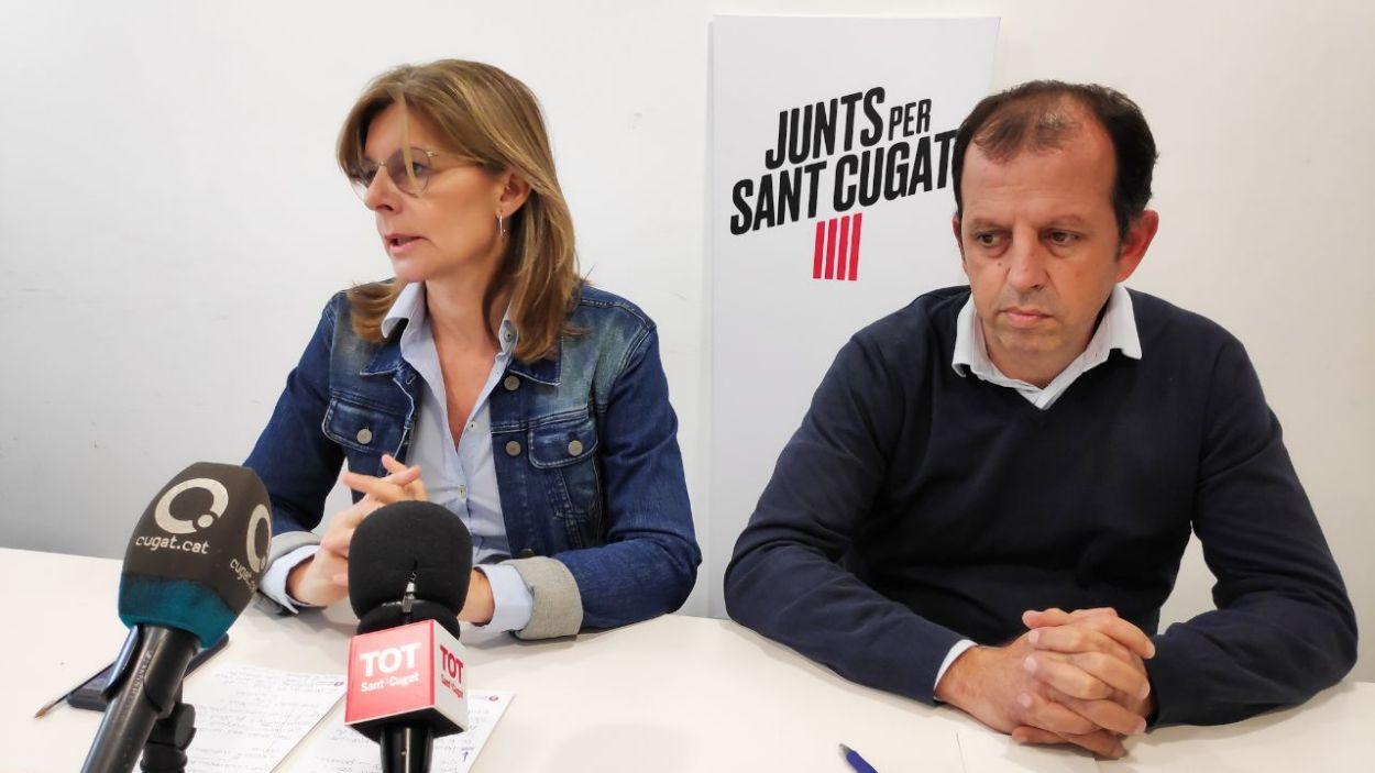 La portaveu de Junts, Carmela Fortuny, i el regidor Carles Brugarolas / Foto: Cugat Mèdia