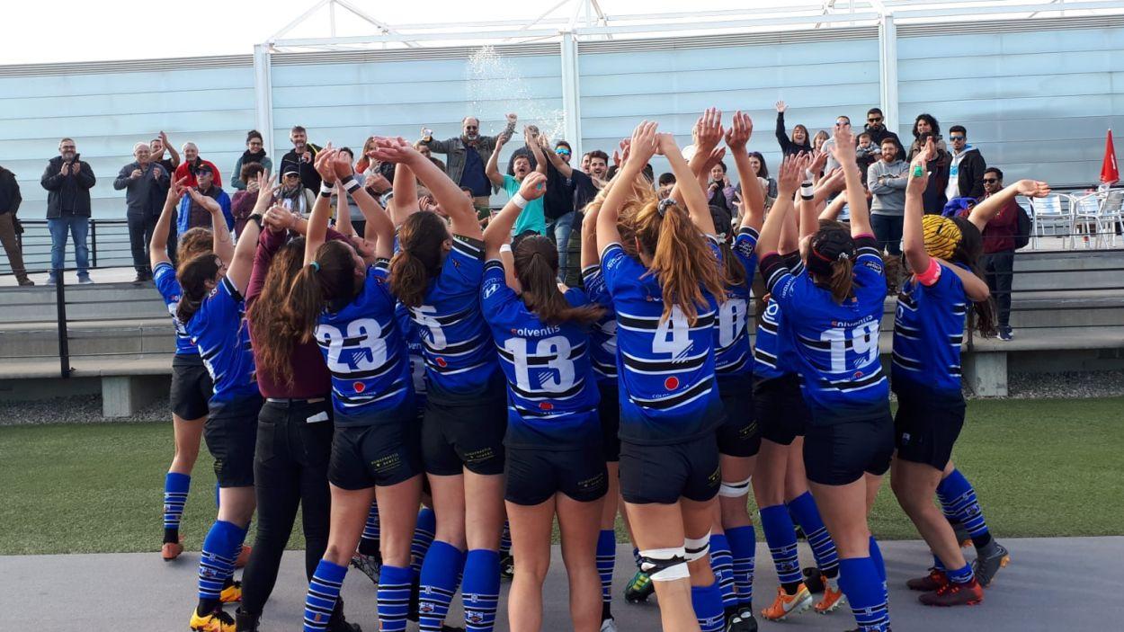 Les jugadores blau-i-negres celebrant el triomf / Foto: Vicenç Oteros