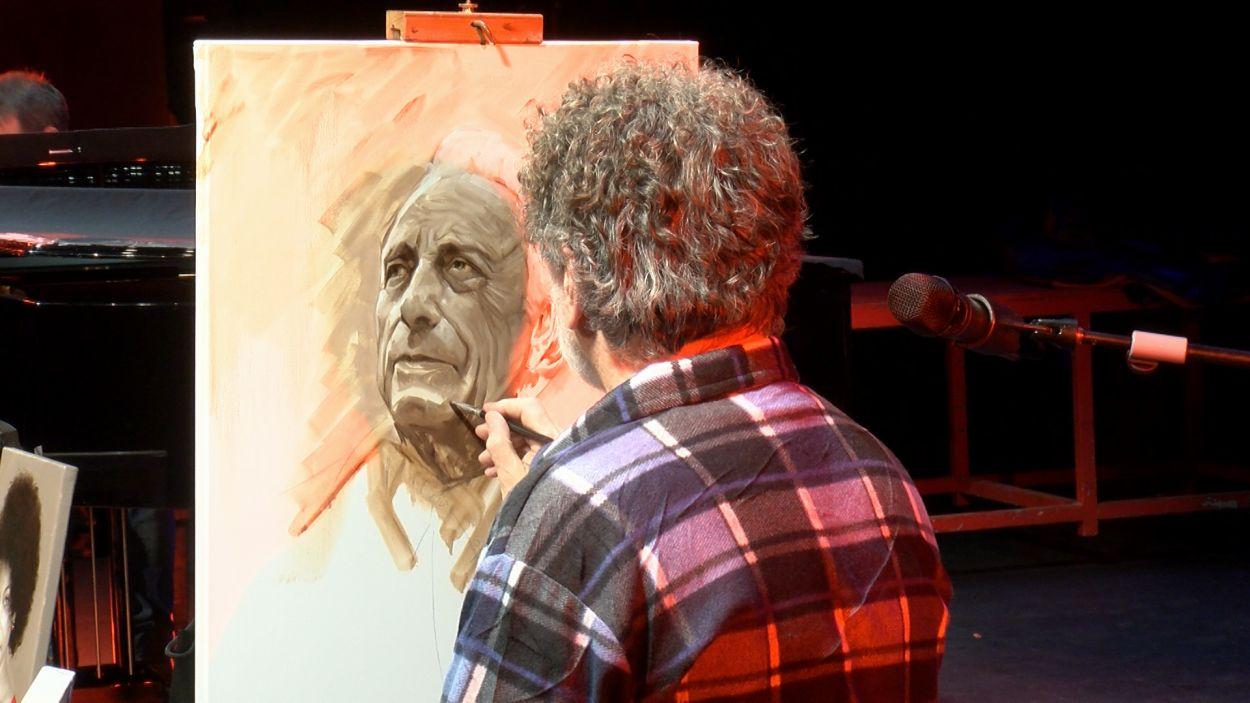 Lluís Ribas durant l'espectacle artístic al Teatre-Auditori / Foto: Cugat Mèdia