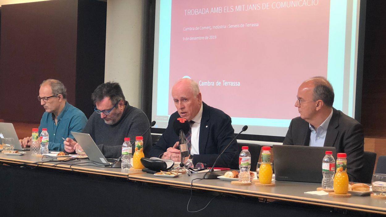 Ramon Talamàs, al centre, a l'emorzar amb la premsa que organitza anualment la Cambra de Terrassa / Foto: Cugat Mèdia.