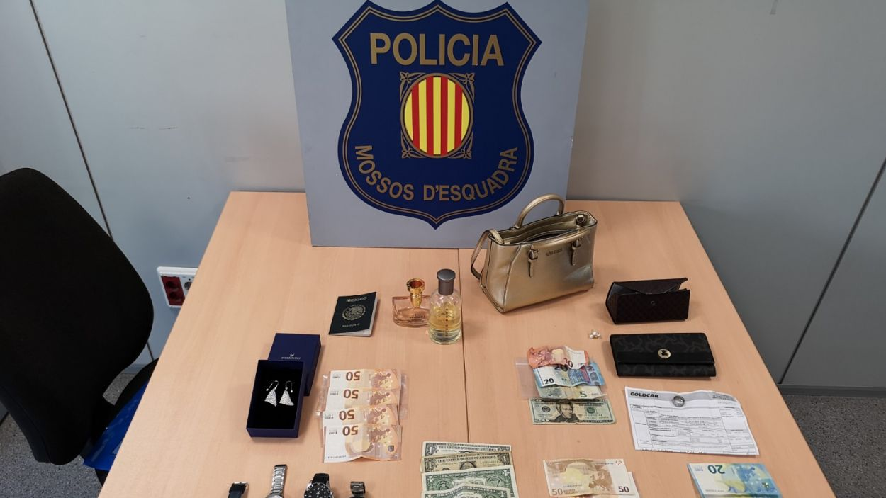 Imatge d'alguns dels objectes robats / Foto: Mossos d'Esquadra