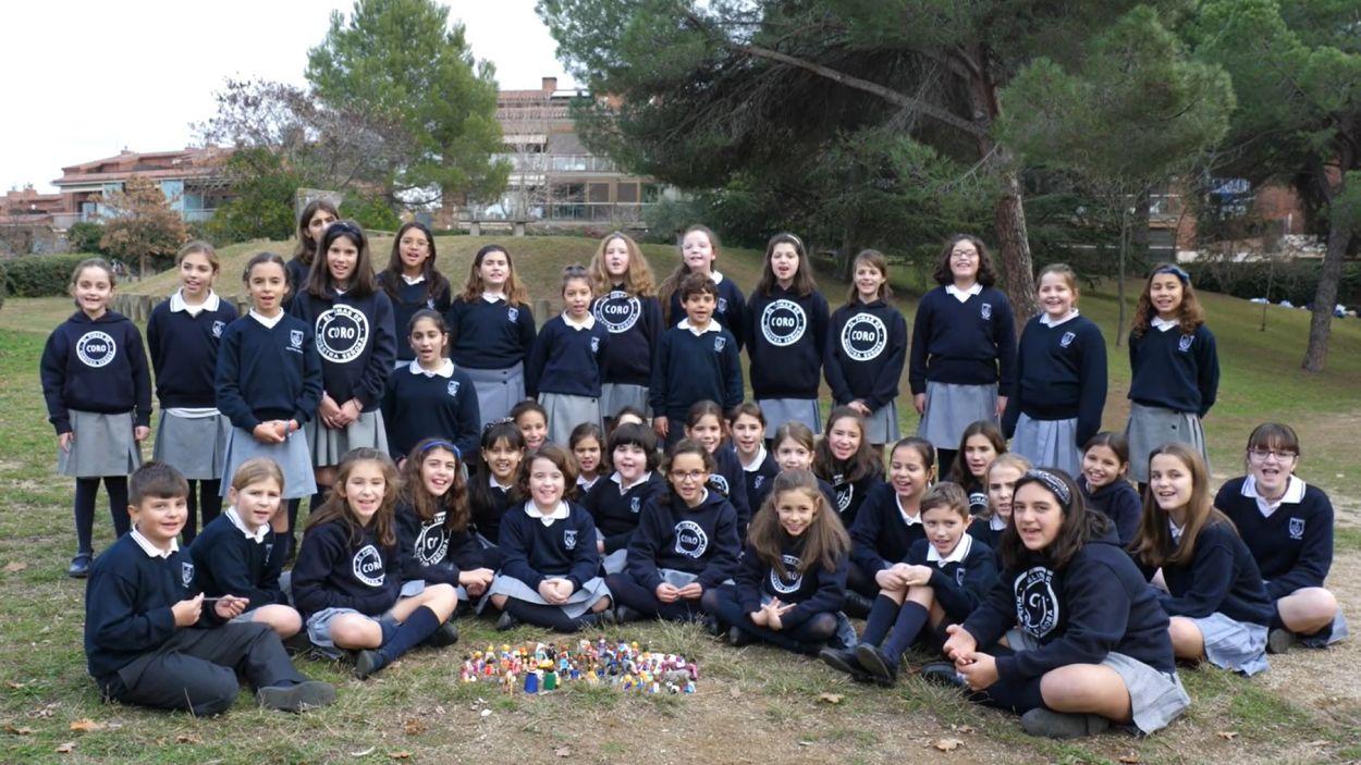 El CORO d'El Pinar interpretant la seva nadala / Foto: Escola El Pinar
