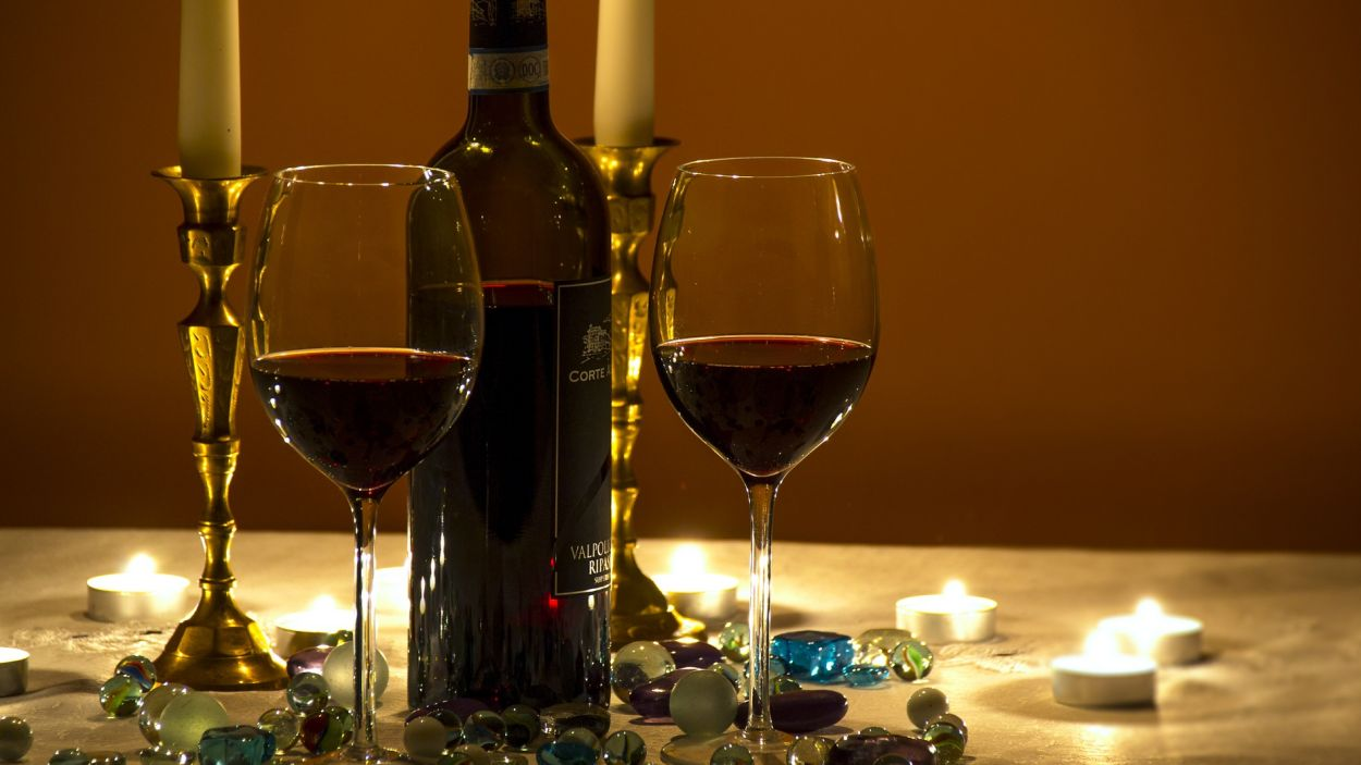 El vi negre és recomanable per àpats contundents / CC-BY Pixabay
