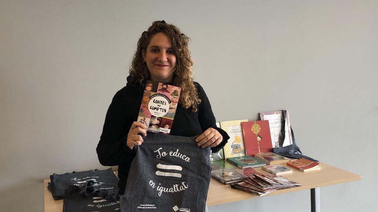 La tinenta d'alcaldia d'Igualtat, Núria Gibert, ho ha presentat a la Biblioteca de Mira-sol / Foto: Cugat Mèdia