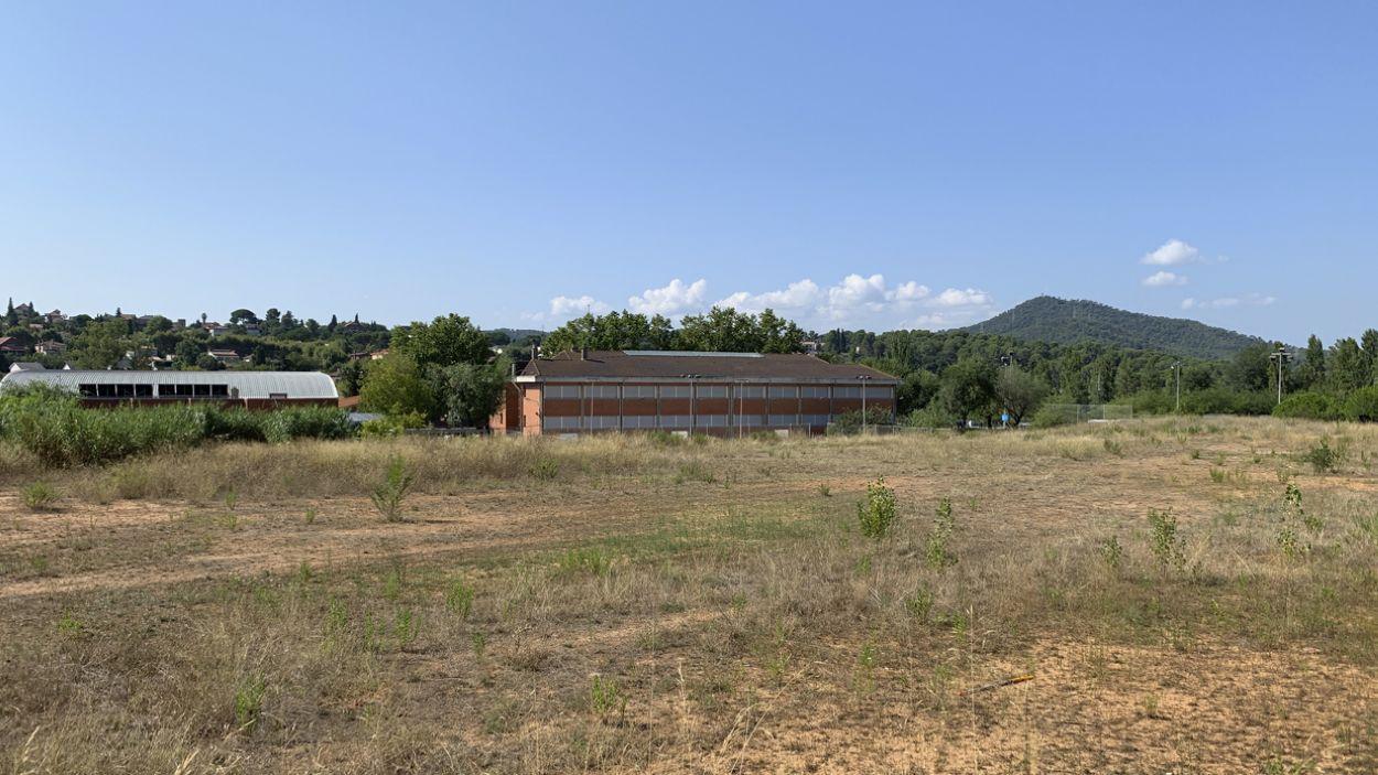 Imatge dels terrenys on s'ha de construir el complex de Mira-sol / Foto: Cugat Mèdia