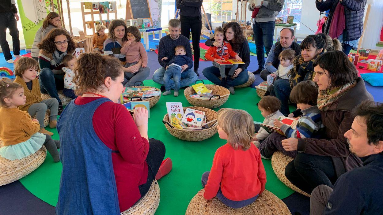 A l'espai Re-Menuts, famílies gaudeixen de tota mena de jocs / Foto: Cugat Mèdia