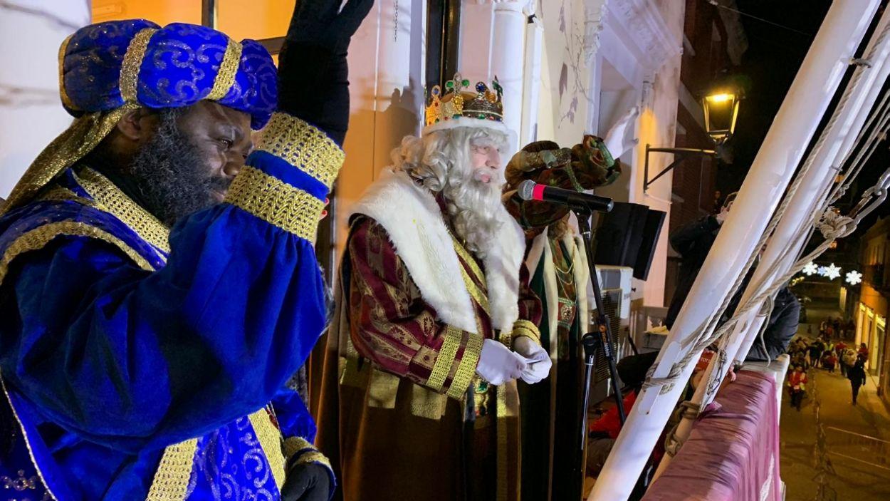 Ses Majestats, al balcó de l'antic ajuntament / Foto: Cugat Mèdia