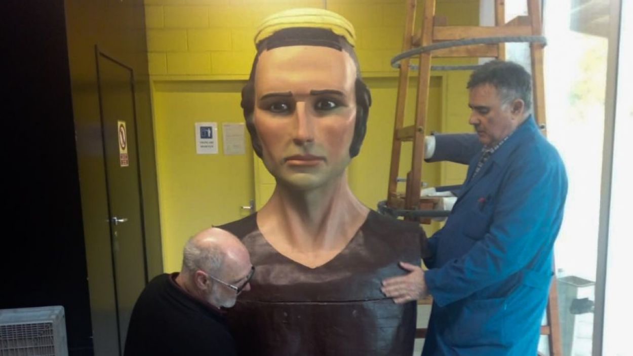El Joan durant la seva posada a punt / Foto: Geganters de Sant Cugat