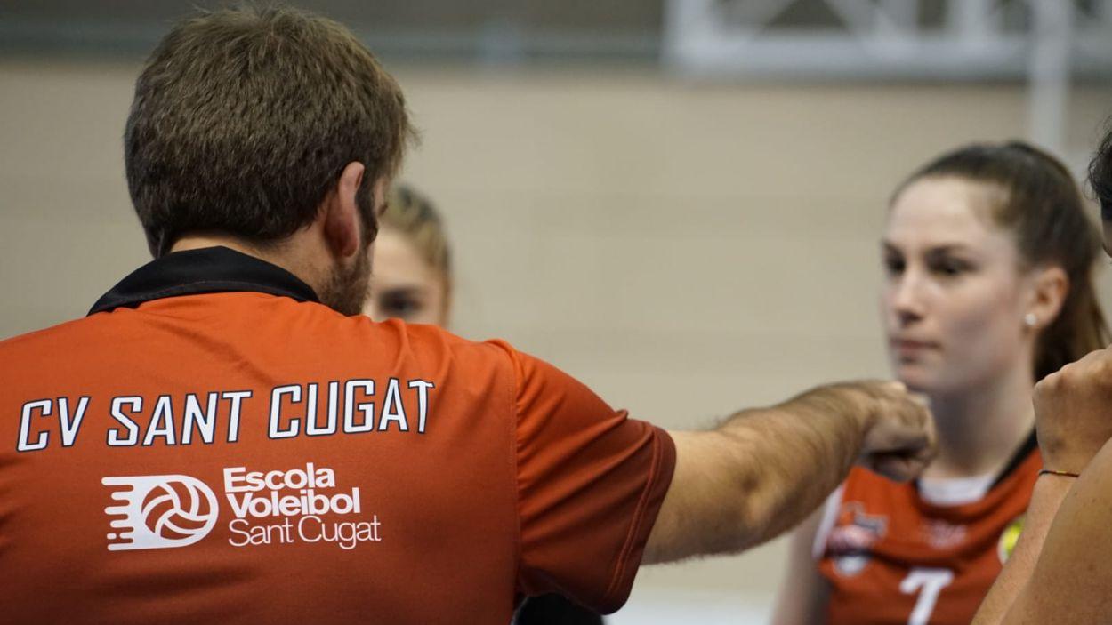 L'entrenador del Volei Sant Cugat durant un partit / Foto: Guillem Babitsch