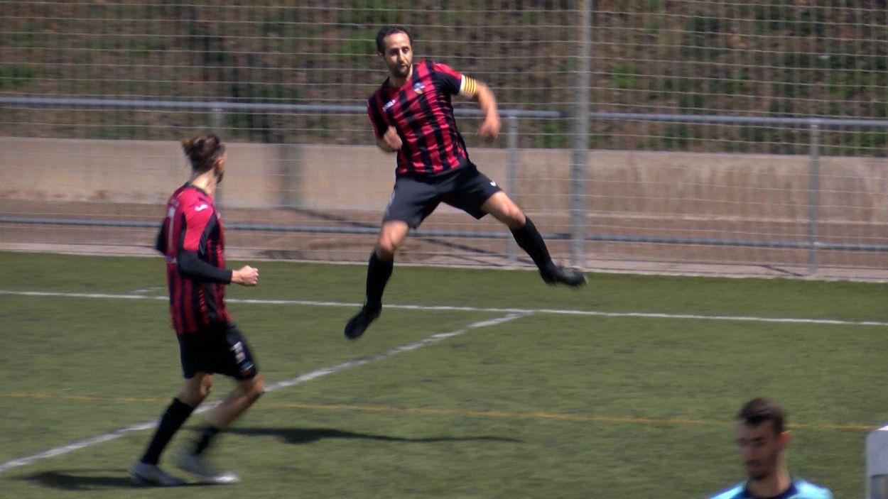 Naoufal celebrant el primer gol del partit / Foto: Cugat Mèdia