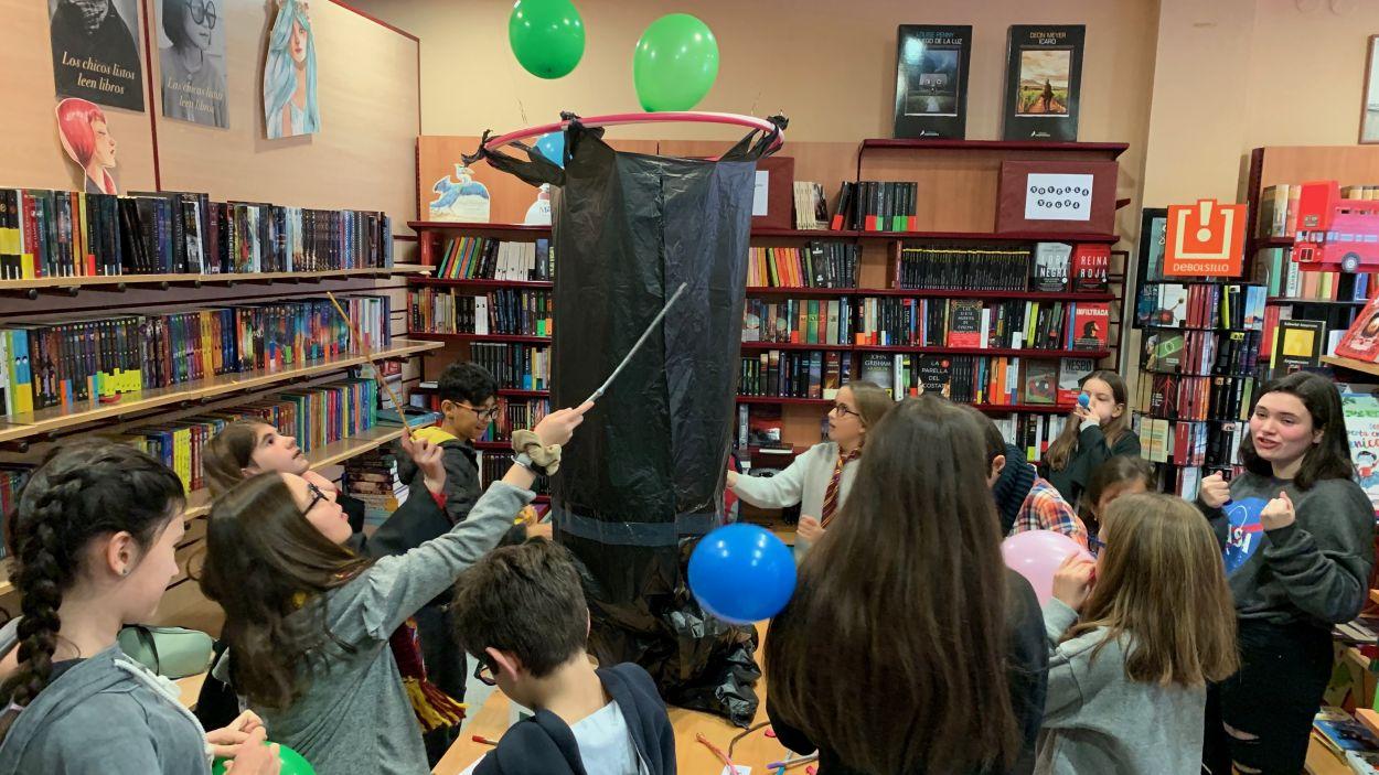 Els infants han participat d'una gimcana inspirada en Harry Potter / Foto: Cugat Mèdia