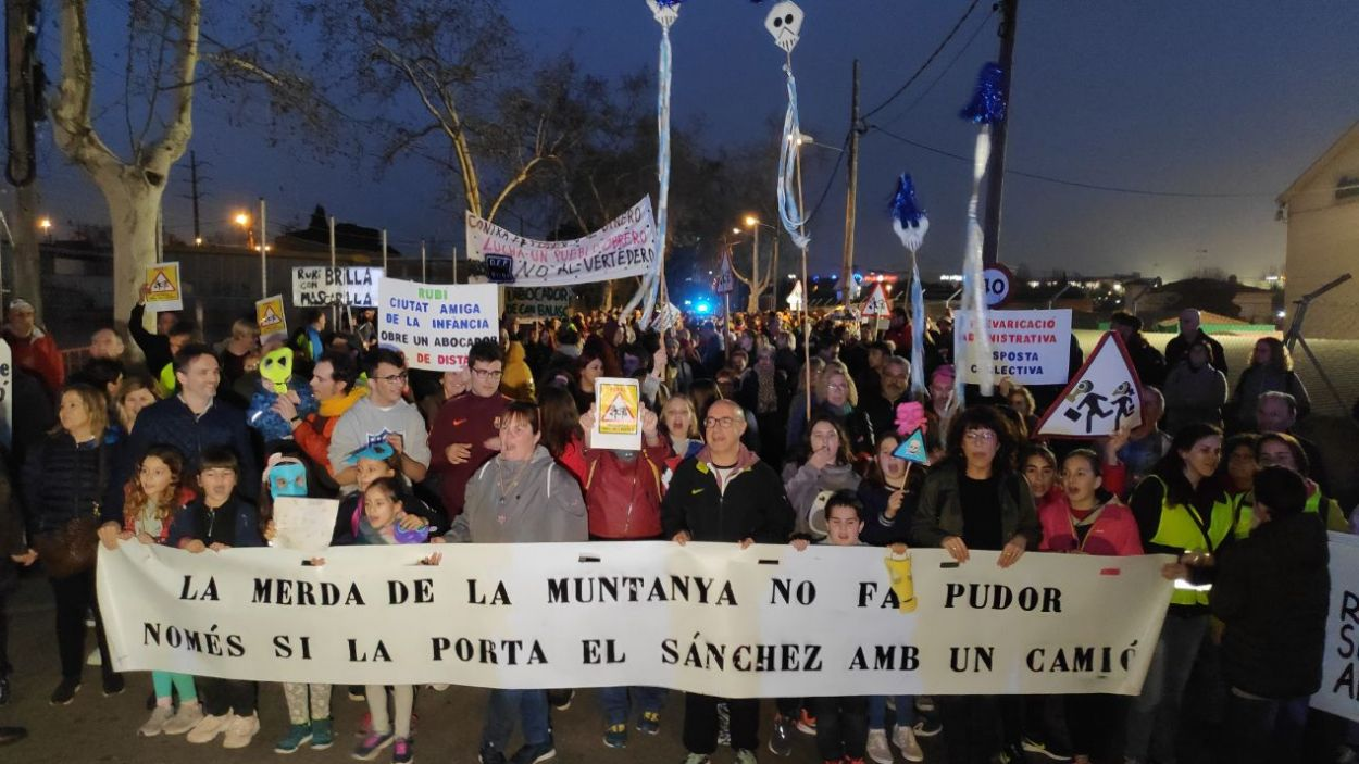 La manifestació ha acabat a les portes de la seu de TMA a Sant Cugat / Foto: Cugat Mèdia