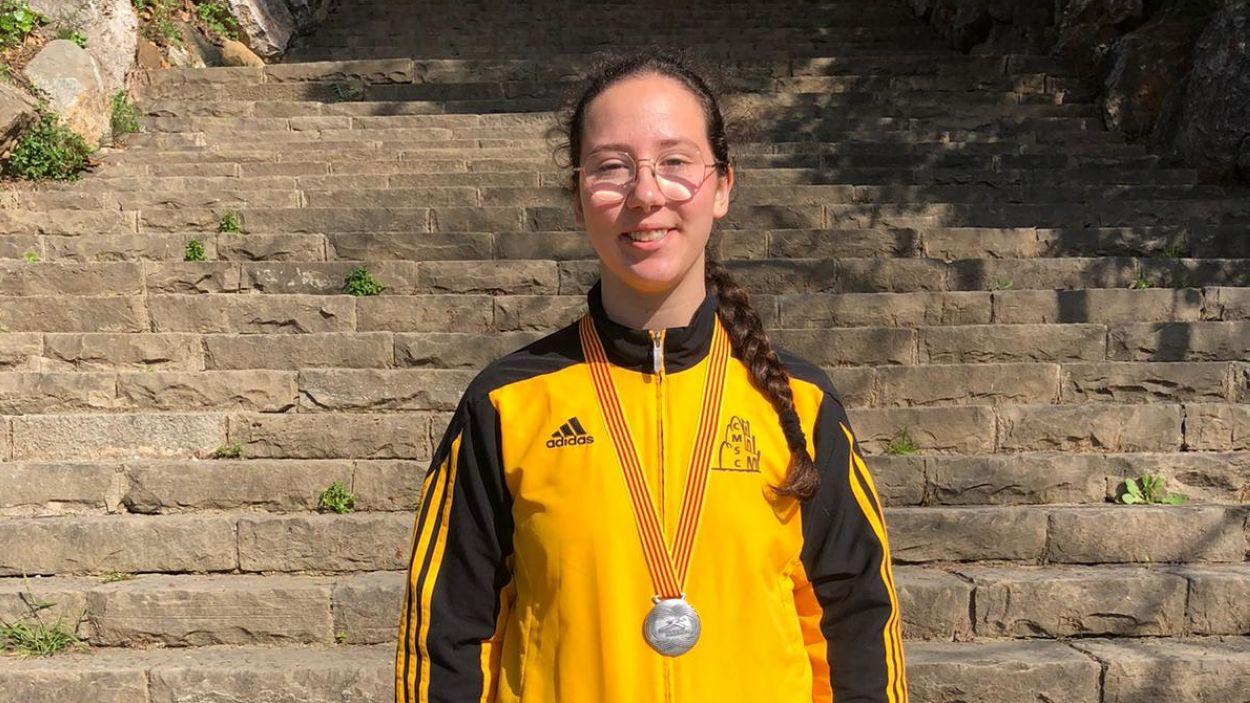 Irma González amb la medalla de subcampiona de Catalunya sub 18 / Font: Club Muntanyenc
