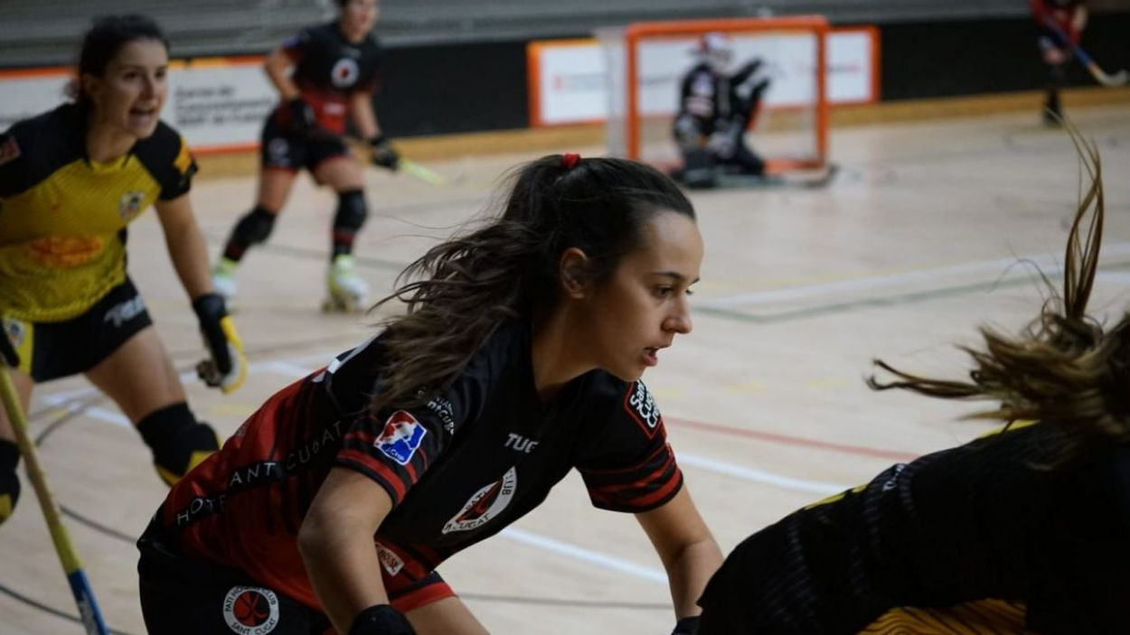 El Patí Hoquei Club Sant Cugat femení debut a l'Ok Lliga davant el totpoderós Voltregà