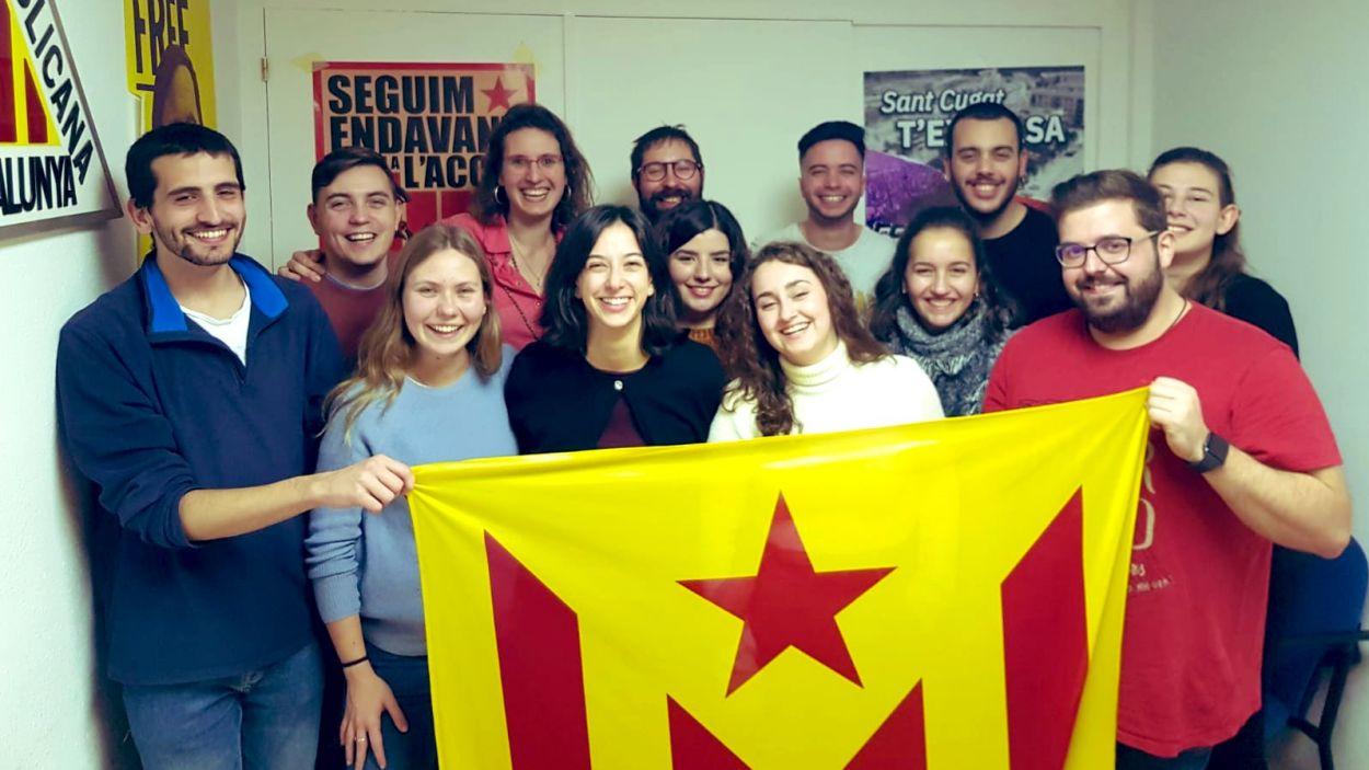 Carbonell, tercera per l'esquerra, a la primera fila / Foto: Twitter Jovent Republicà de Sant Cugat