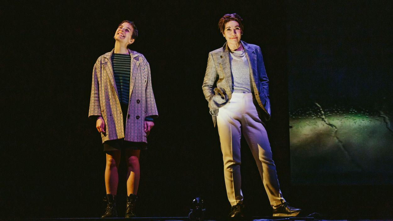 Emma Vilarasau i Nausicaa Bonnín protagonitzen l'obra / Foto: Sílvia Poch
