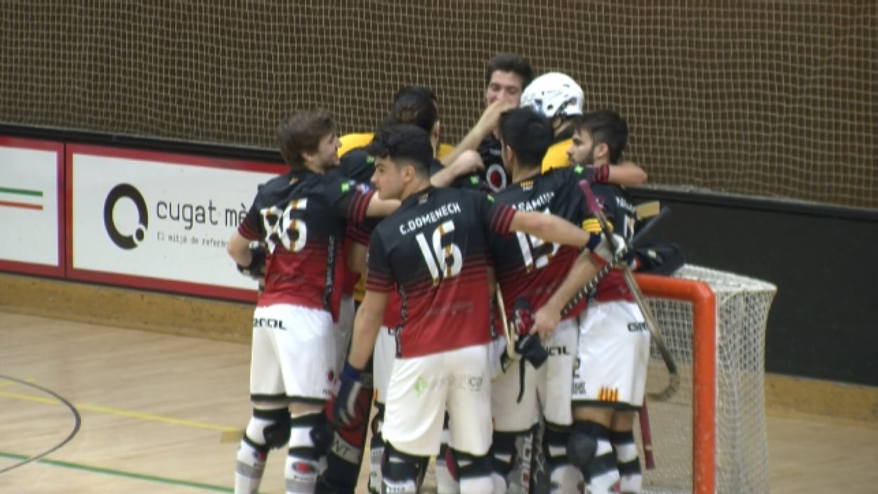 Celebració dels jugadors després del triomf davant l'Alcobendas / Font: Cugat Mèdia