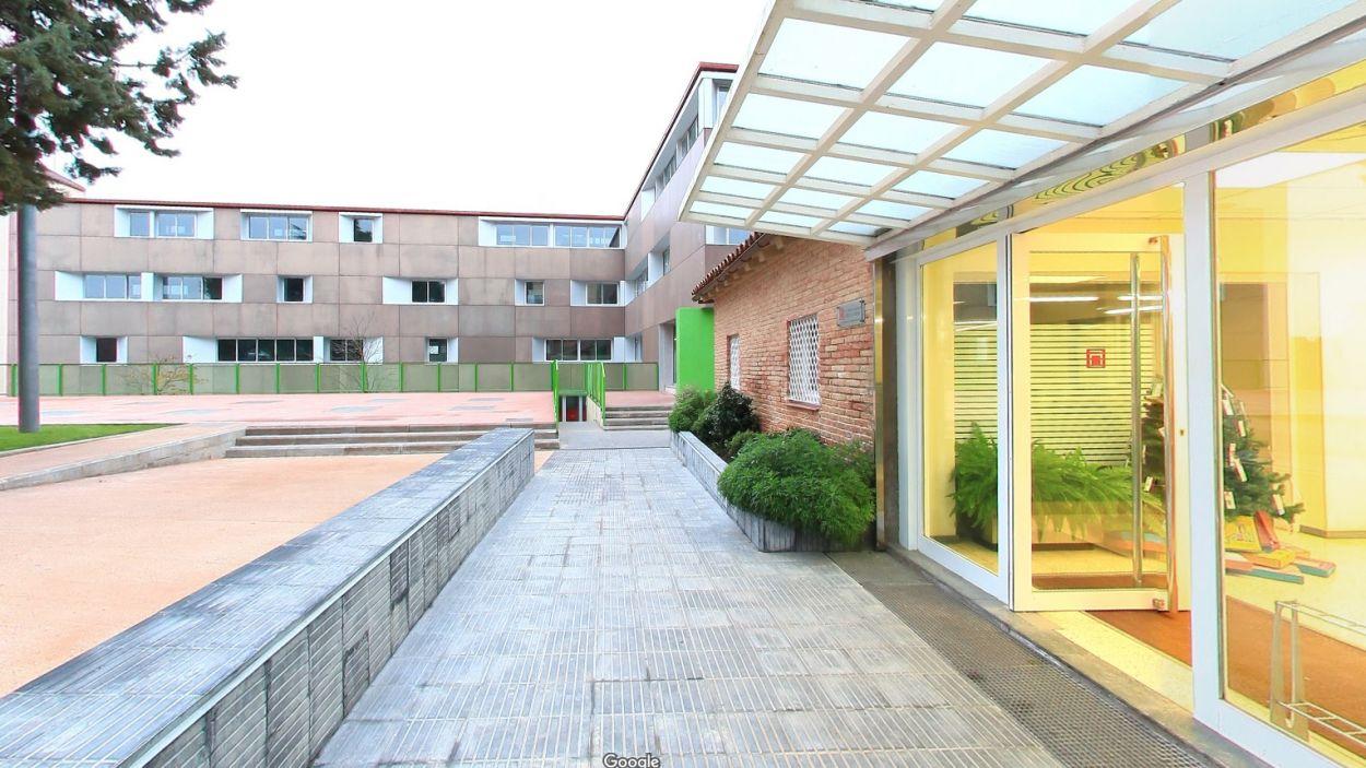 L'escola Avenç, amb un grup confinat / Font: Google Maps