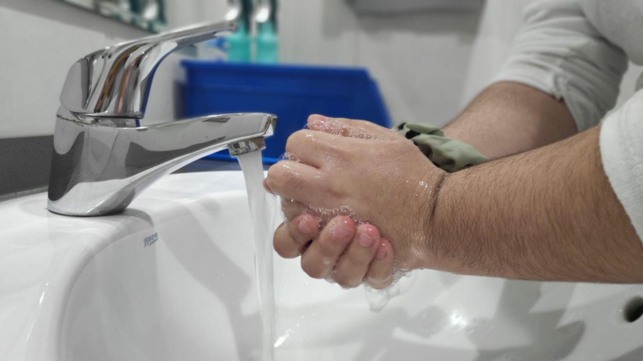 Com rentar-se les mans correctament