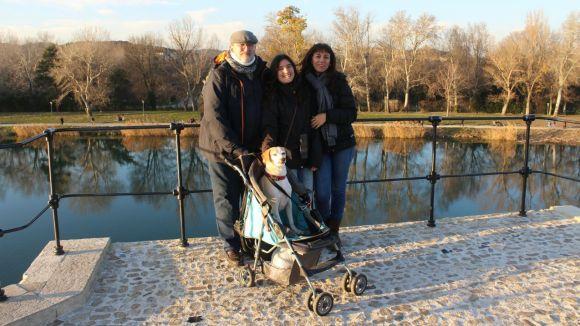 Josep Grau amb les seva família i l'Elvis al cotxet
