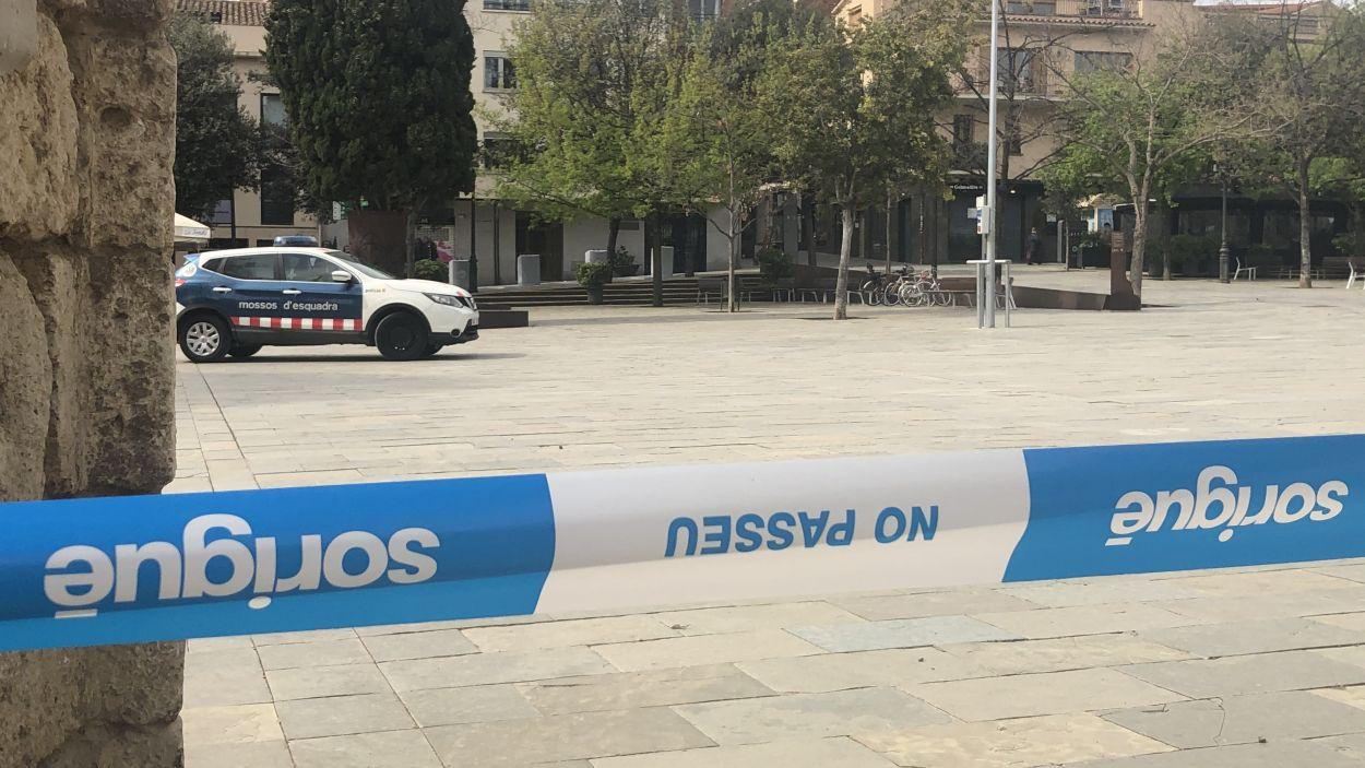 Imatge d'una patrulla dels Mossos a la plaça d'Octavià / Foto: Cugat Mèdia