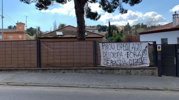 La casa okupada on hauria actuat l'empresa / Foto: Cugat.cat