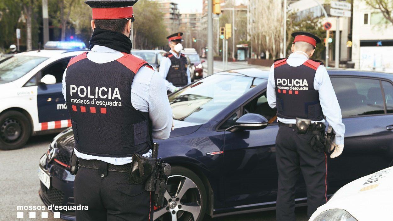 Imatge d'un dels controls policials per evitar desplaçaments pel coronavirus / Foto: Mossos d'Esquadra