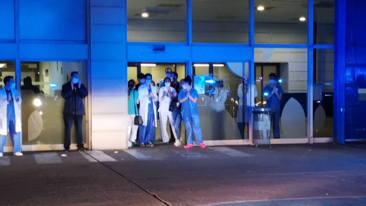 Imatge de l'homenatge al personal sanitari de l'Hospital Universitari General / Font: Ajuntament