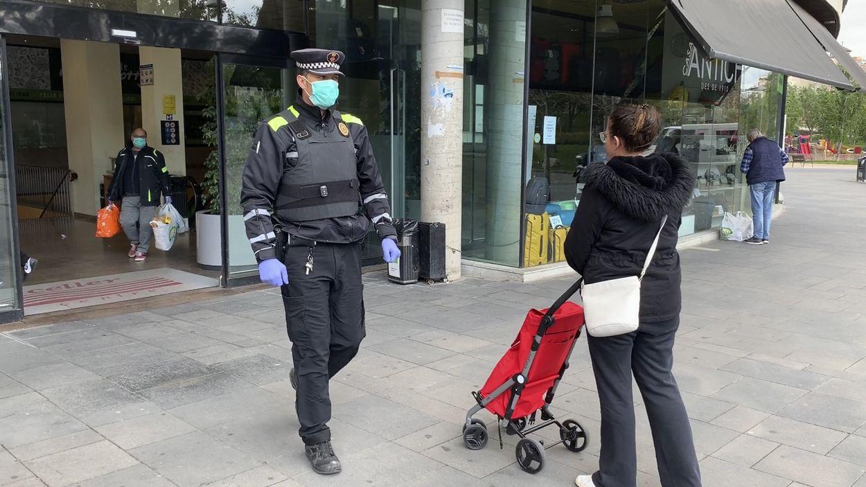 La Policia Local de Sant Cugat adapta el seu dia a dia per garantir el compliment de confinament