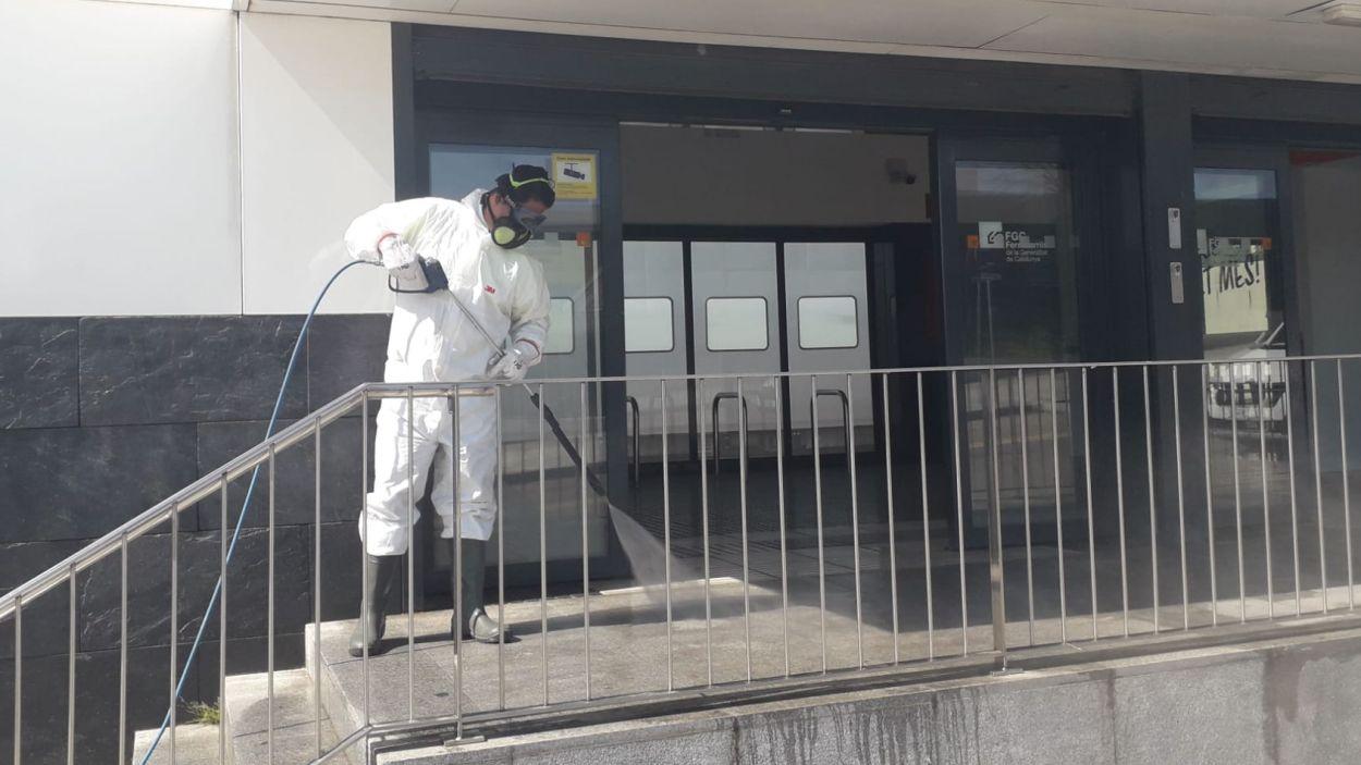 La desinfecció és clau per frenar la pandèmia / Foto: Ajuntament de Sant Cugat