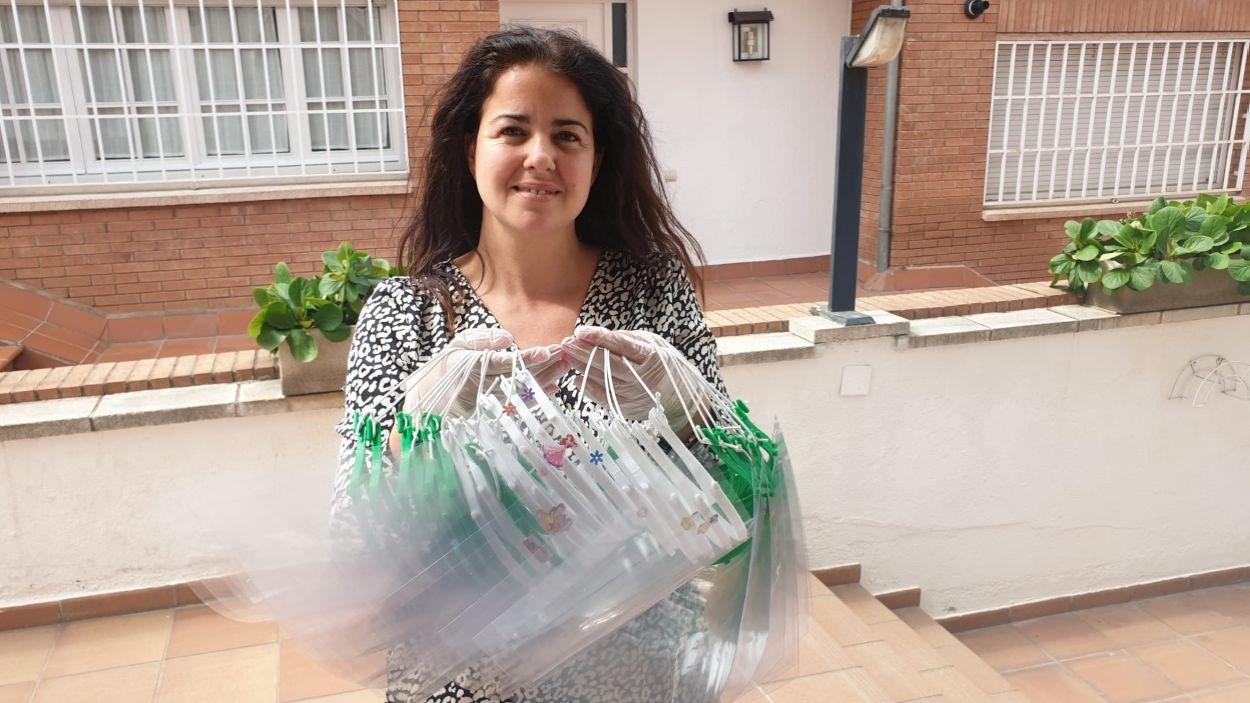Esther Alòs amb les màscares / Foto: Cedida
