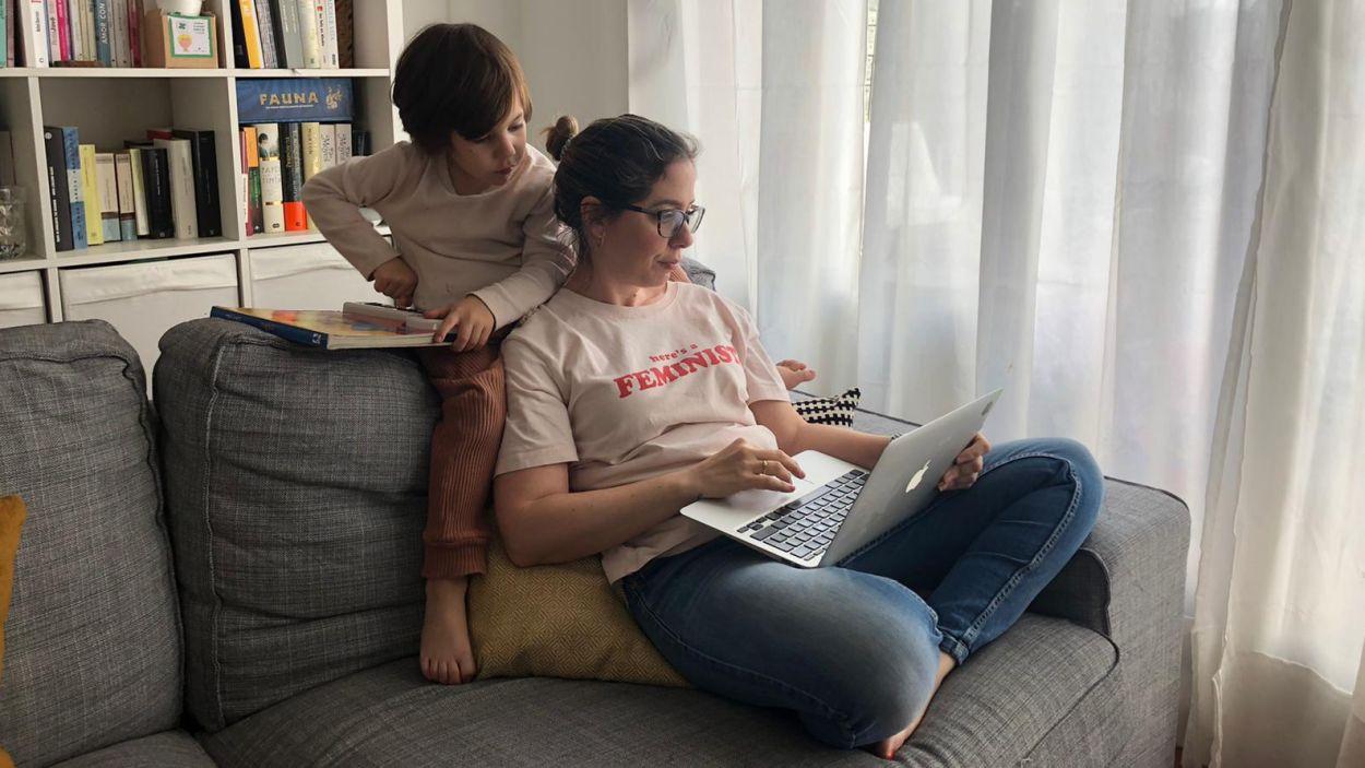 Compaginar la vida familiar i laboral en un mateix espai és tot un repte / Foto: Cedida