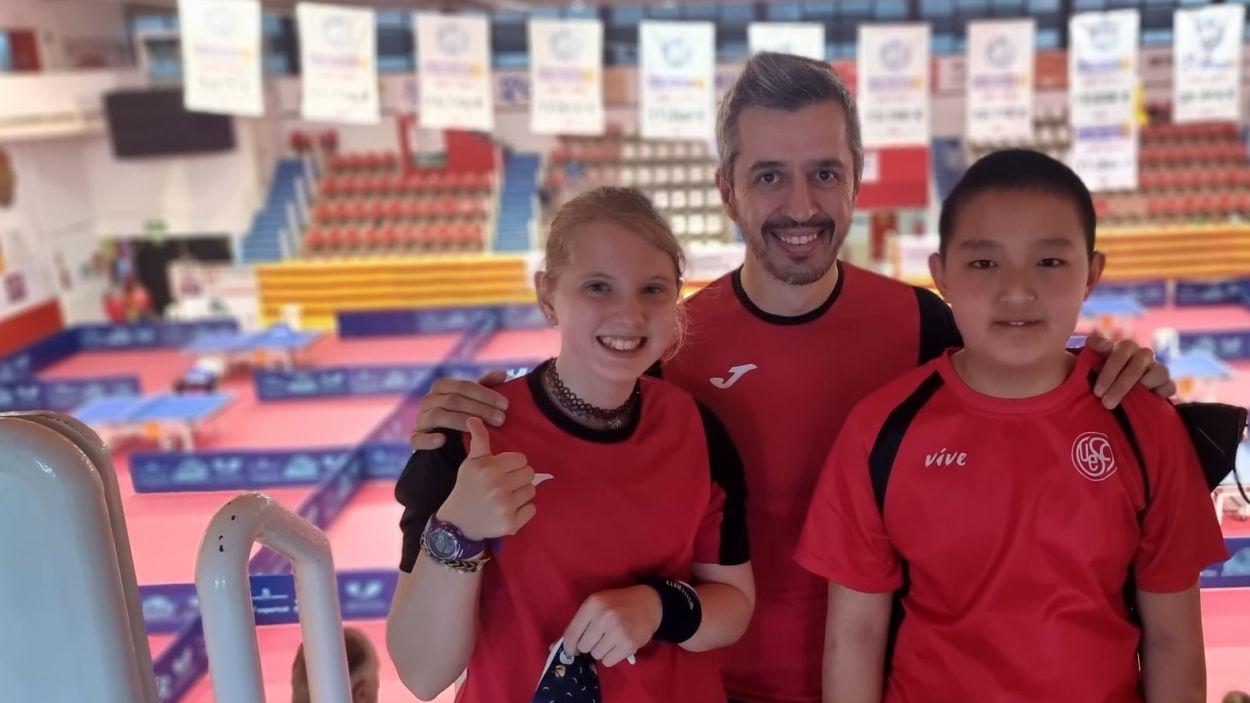 Sofia Carro i Tian Xiang amb l'entrenador, Josep Anton / Foto: UESC