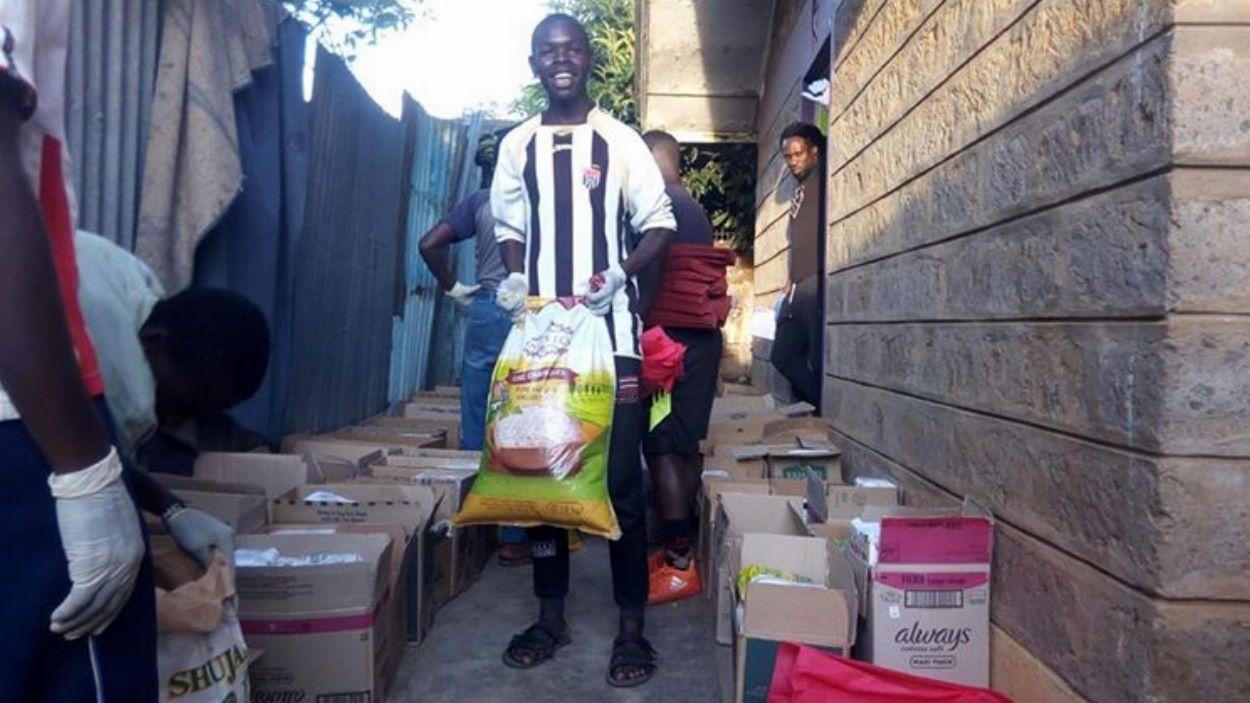 Veïns de Kibera ja han rebut aliments en un primer repartiment: Foto: Cedida