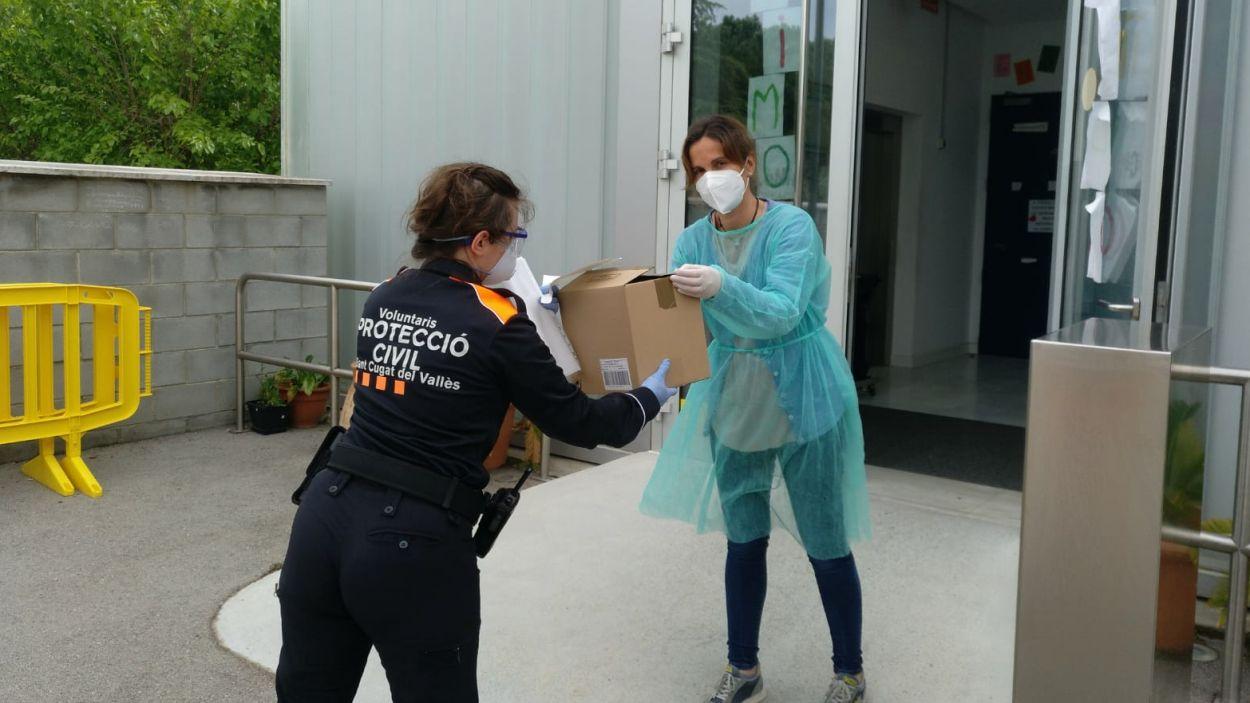 Protecció Civil ha repartit material sanitari a diferents residències de Sant Cugat