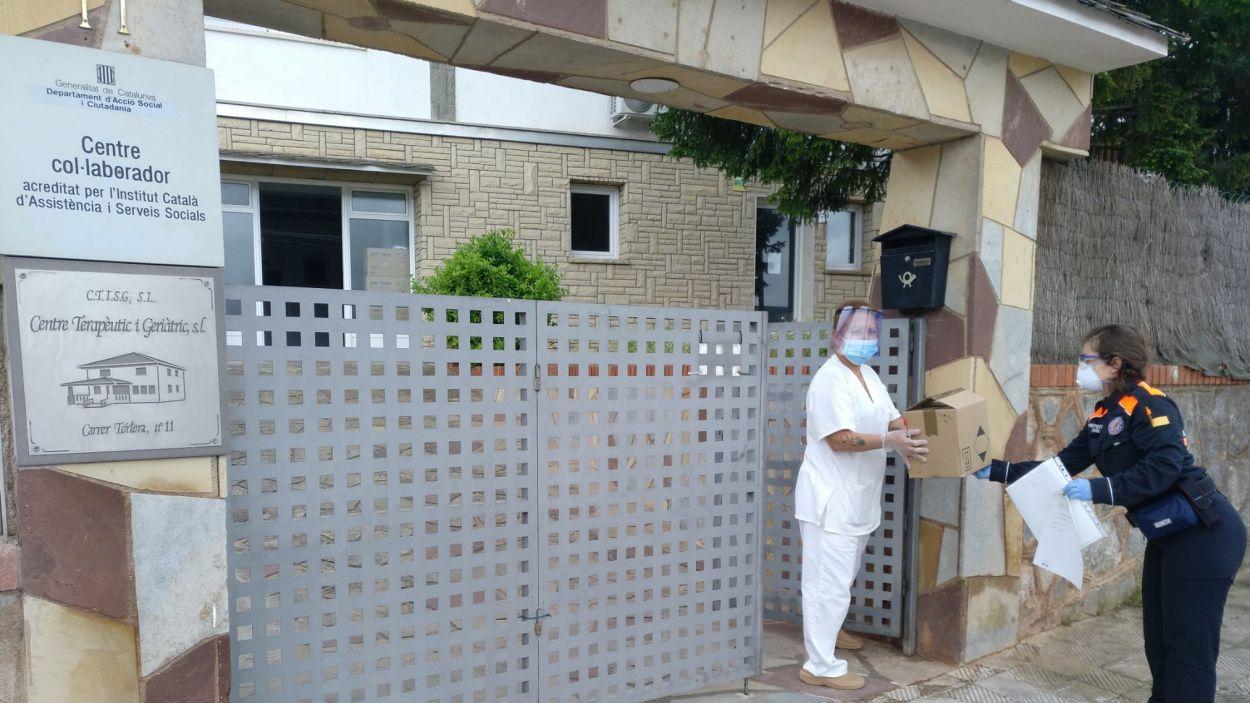 Entrega de material sanitari / Font: Ajuntament de Sant Cugat