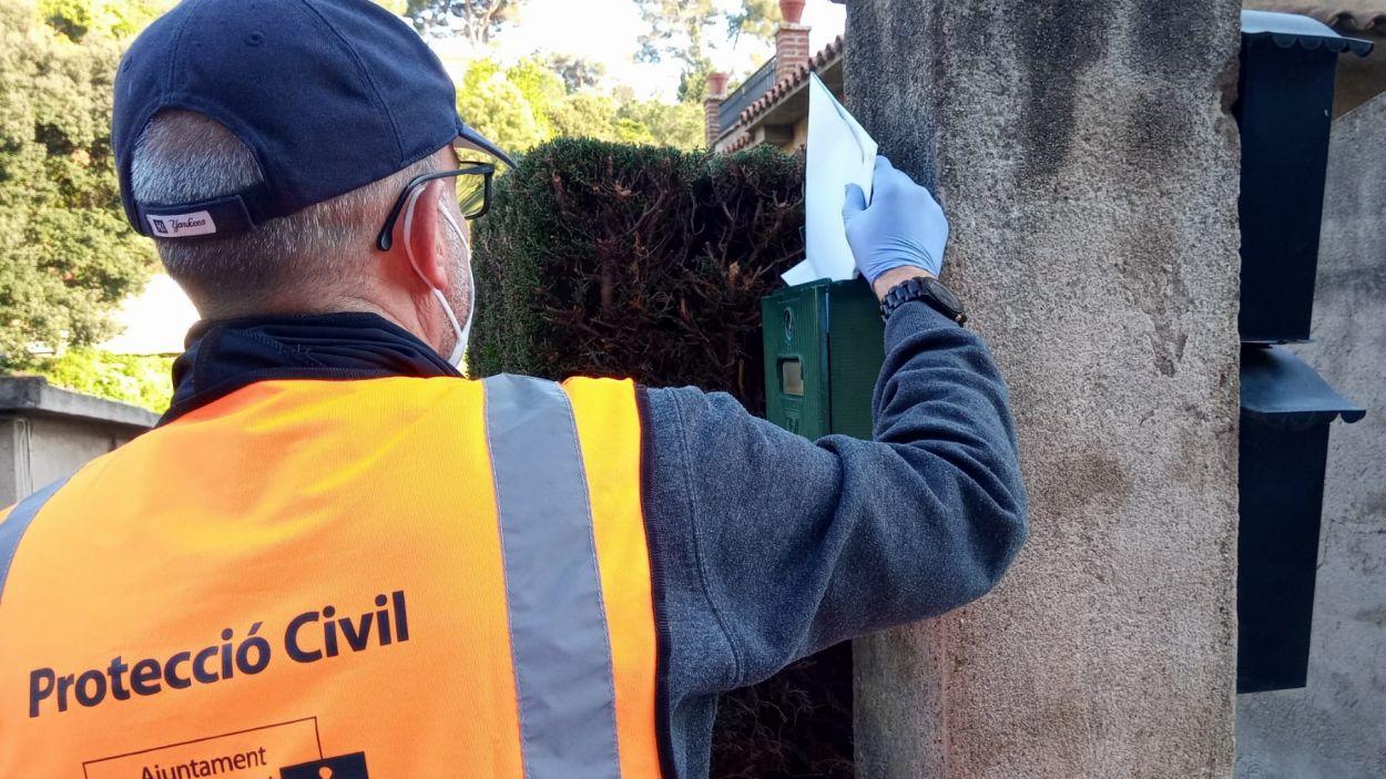 Protecció Civil ha repartit els llibres a domicili / Foto: Ajuntament