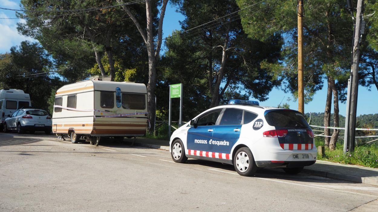 Imatge de la caravana a les Planes on el presumpte autor ha estat detingut / Foto: Cugat Mèdia