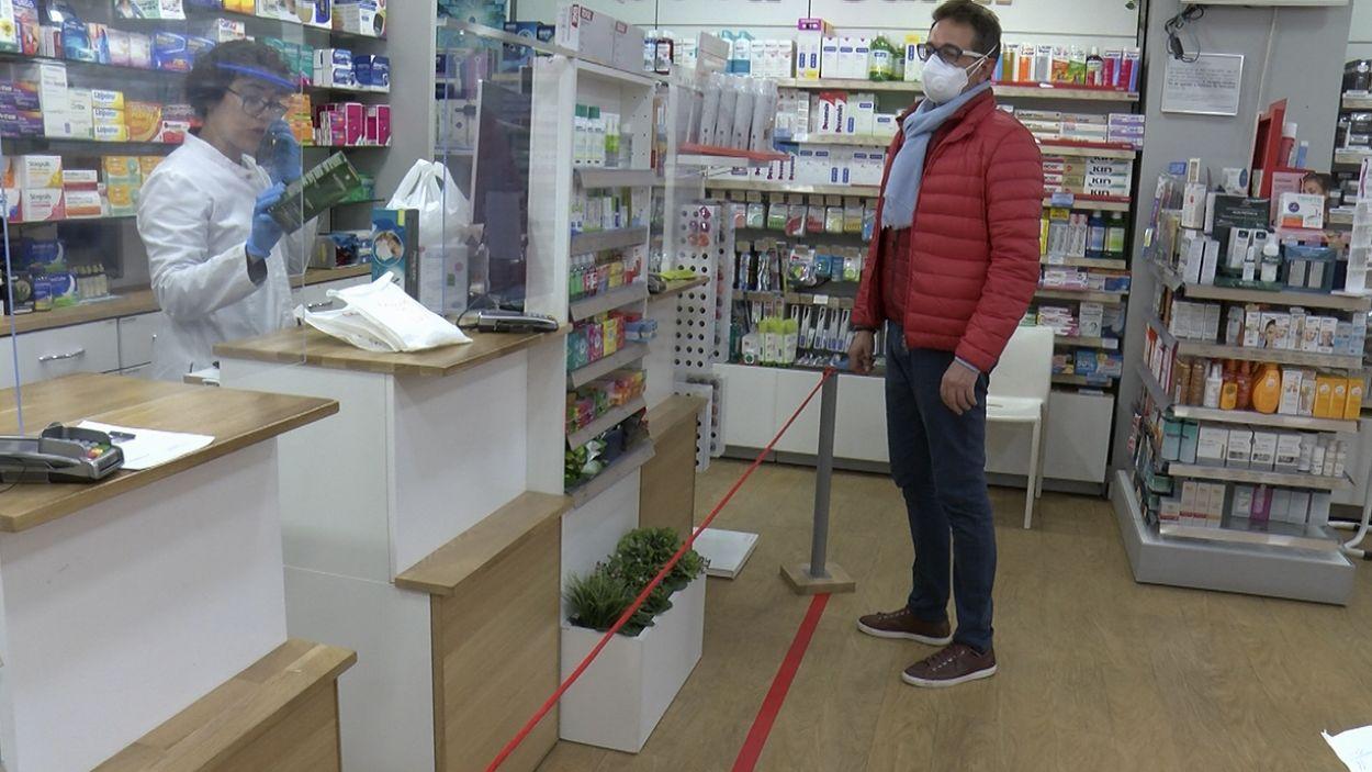 Les farmàcies han hagut de prendre precaucions especials / Foto: Cugat Mèdia