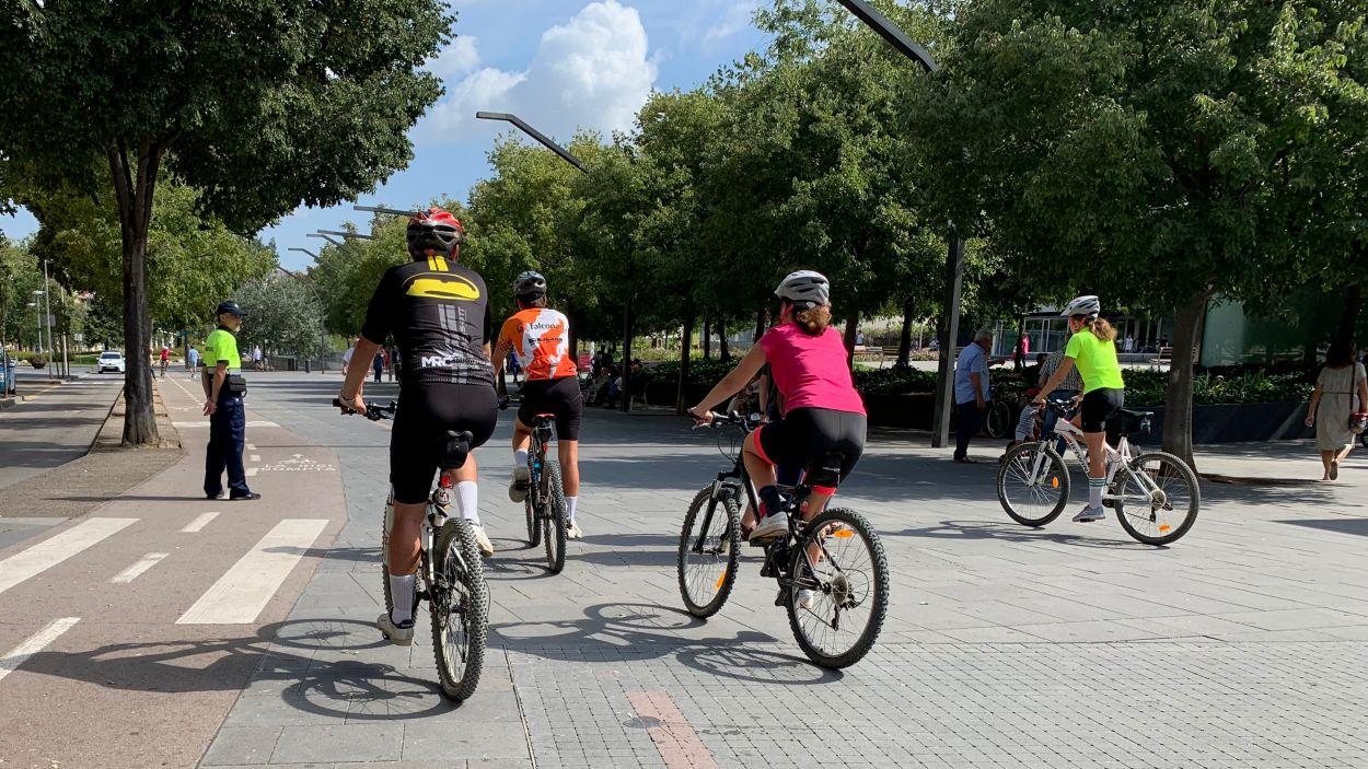 Massa Crítica organitza una pedalada cada tercer divendres de mes / Foto: Cugat Mèdia