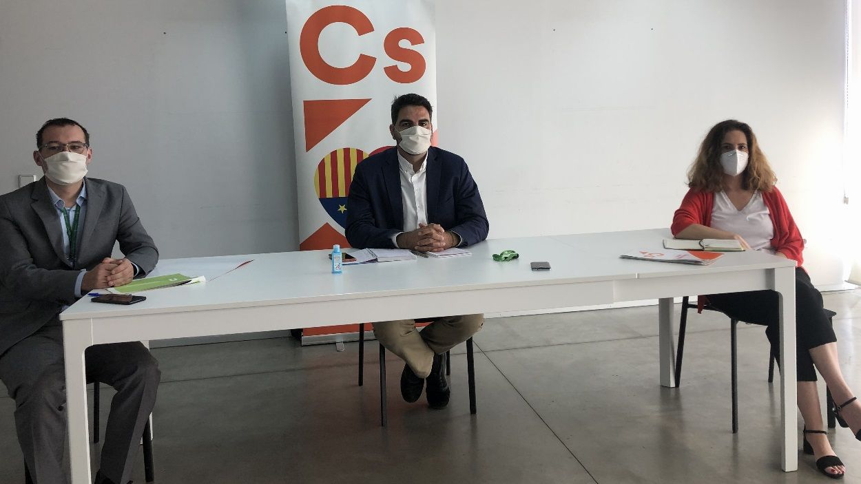 Els tres regidors de Cs de Sant Cugat en roda de premsa / Foto: Cugat Mèdia