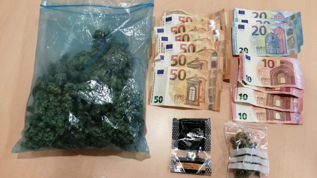 La marihuana i els diners decomisats / Foto: Mossos d'Esquadra