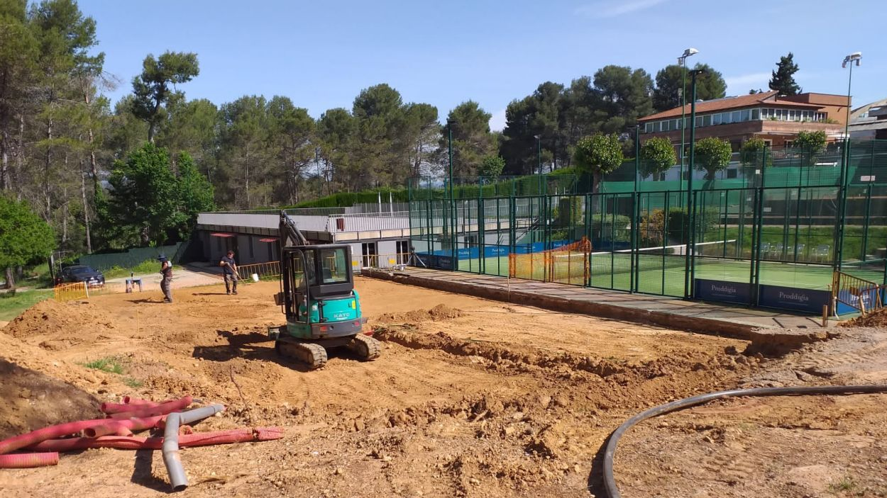 Moviment de terres per a la construcció de 2 pistes de pàdel al Natació Sant Cugat / Font: Cedida