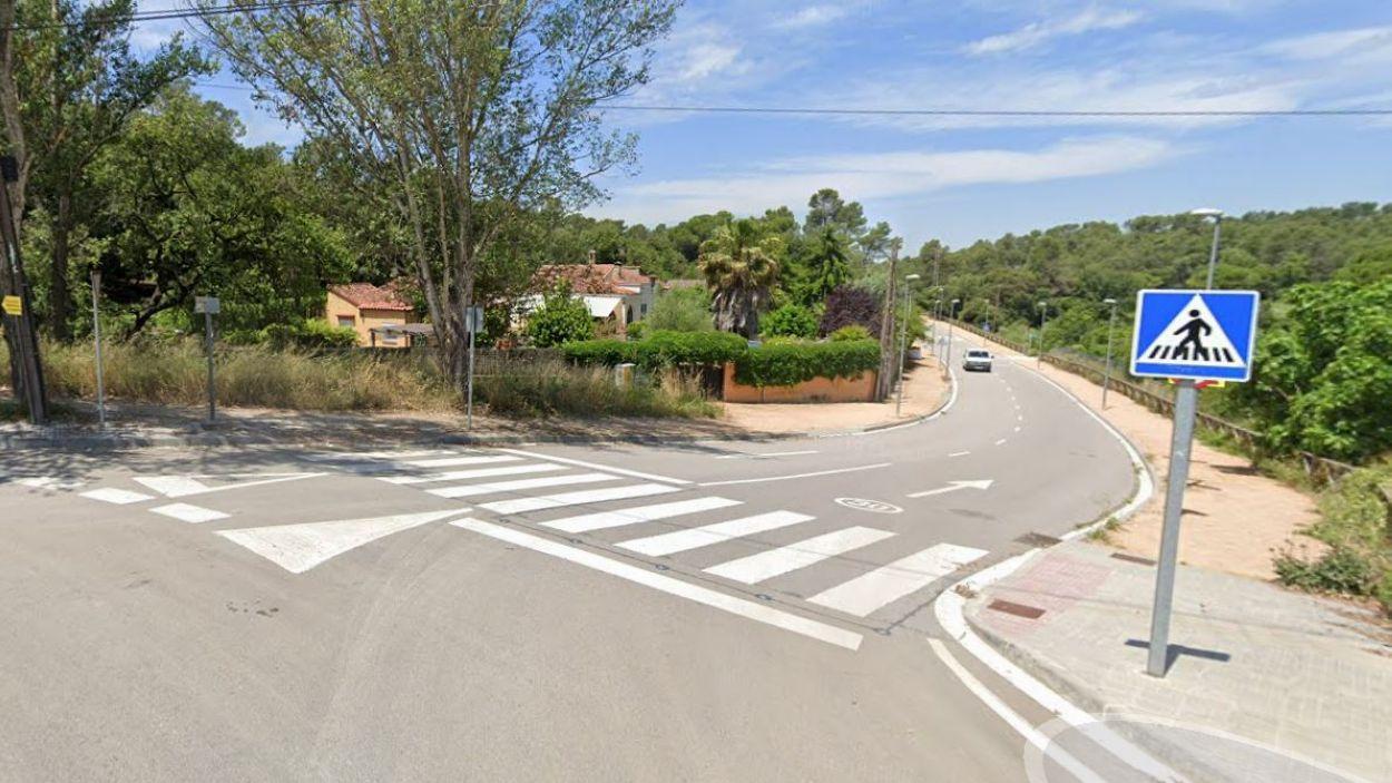 S'instal·larà un semàfor al camí que porta a l'escola la Floresta / Foto: Google Maps